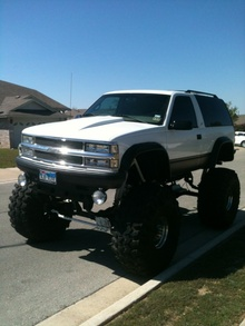 1999 Chevy Tahe LS Sport 4x4 MONSTER TRUCK This truck is definitely a head turner ...