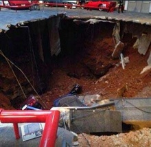 Sinkhole swallows 8 vehicles at National Corvette Museum BOWLING GREEN, Ky. - A massive sinkhole ...