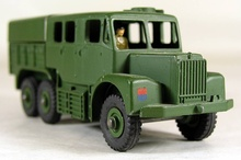 VINTAGE MILITARY DINKY # 689 TOY MEDIUM ARTILLERY TRACTOR TRUCK MINTY CONDITION