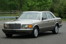 1990 Mercedes Benz 300SE. Pristine with just 59K miles. Lovely!